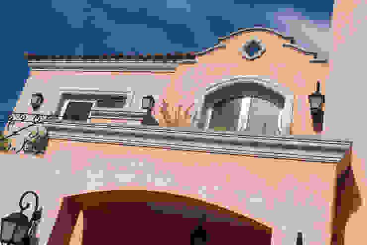 CASA TRADICIONAL Casas coloniales de LLACAY arquitectos Colonial