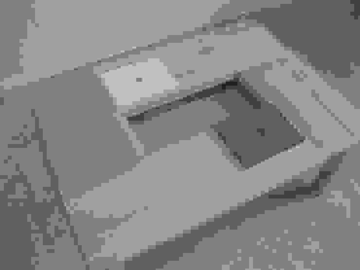 Table basse en bois clair avec casier de rangement par Lartelier Scandinave