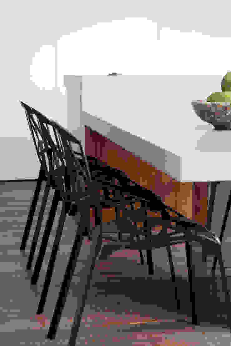 Minimalist dining room by Meireles Pavan arquitetura Minimalist