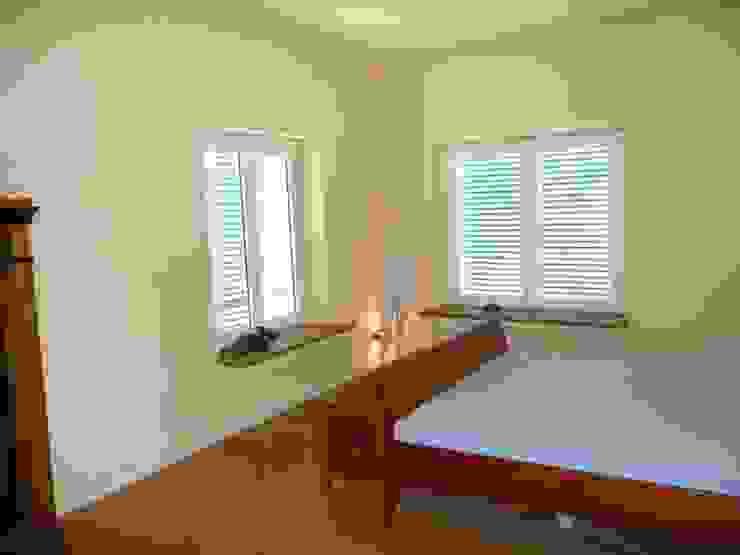 Dormitorios de estilo minimalista de Architekt Dipl.Ing. Udo J. Schmühl Minimalista
