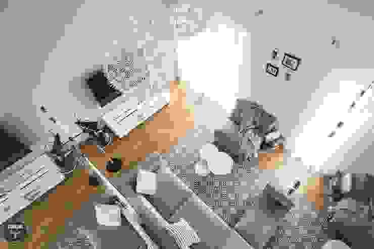 DOM - BOCHNIA: styl , w kategorii Salon zaprojektowany przez stabrawa.pl,Skandynawski