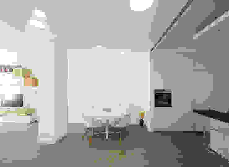 Livings de estilo minimalista de ristrutturami Minimalista