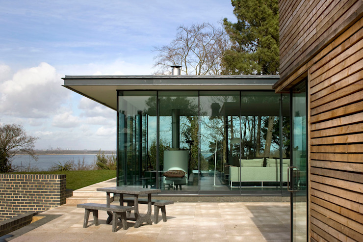Seaglass House Balcones y terrazas modernos: Ideas, imágenes y decoración de The Manser Practice Architects + Designers Moderno