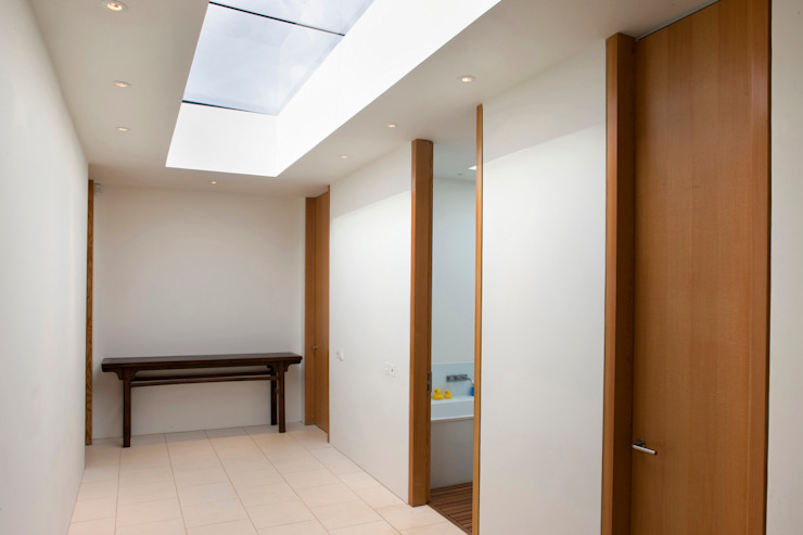 Seaglass House Pasillos, vestíbulos y escaleras modernos de The Manser Practice Architects + Designers Moderno
