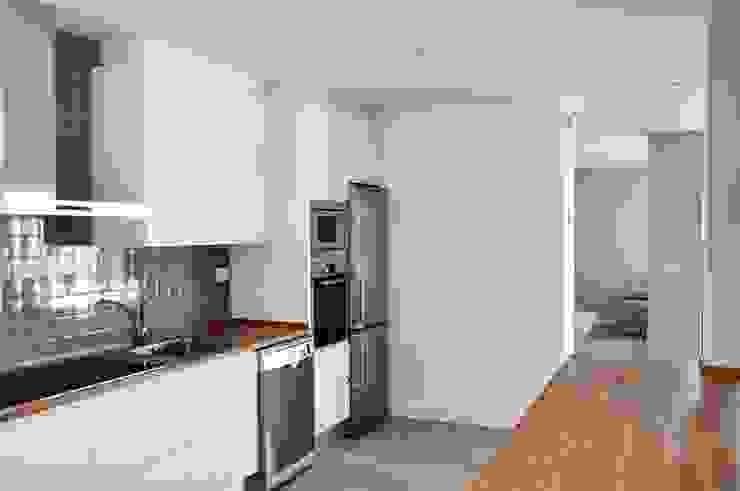 Kitchen by Casas Cube, Modern