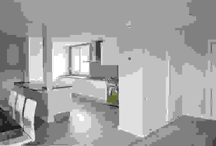 Cocina abierta de una Casa Cube de 150 metros cuadrados en L Cocinas modernas de Casas Cube Moderno