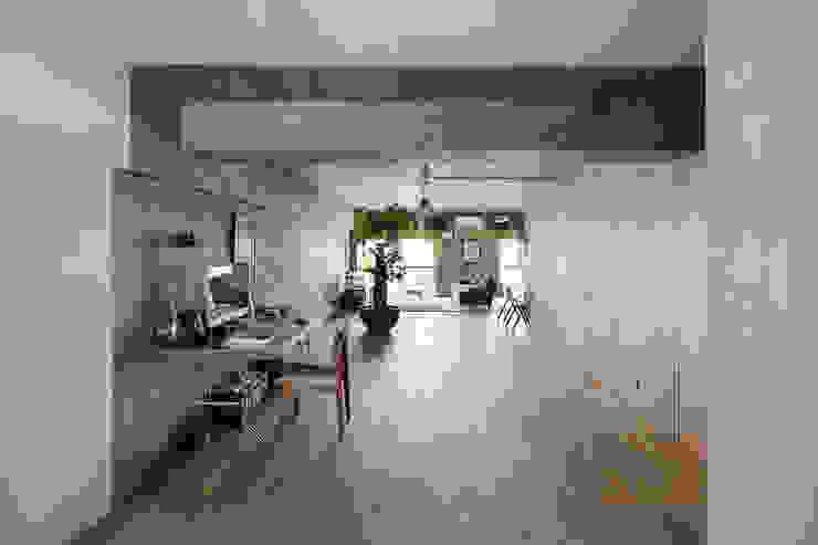 Ruang Keluarga Gaya Eklektik Oleh 松島潤平建築設計事務所 / JP architects Eklektik