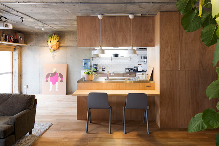 Eclectic style dining room by 松島潤平建築設計事務所 / JP architects Eclectic