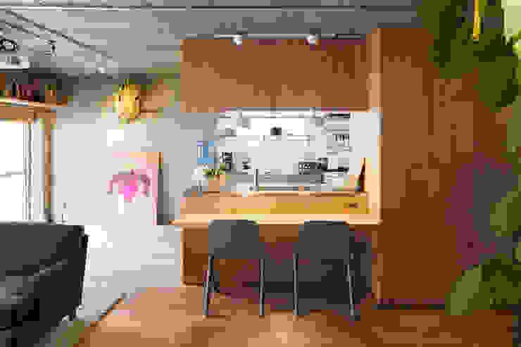 Ruang Makan Gaya Eklektik Oleh 松島潤平建築設計事務所 / JP architects Eklektik
