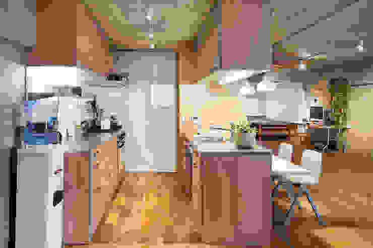 Text オリジナルデザインの キッチン の 松島潤平建築設計事務所 / JP architects オリジナル