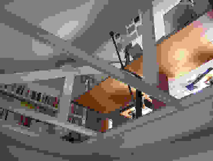 Estudios y despachos de estilo moderno de SARL BOURILLET ET ASSOCIES Moderno