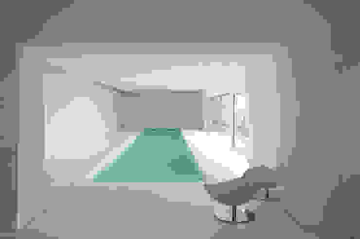 CASA IN VAL PELLICE Piscina moderna di Dario Castellino Architetto Moderno