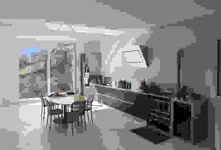 CASA IN VAL PELLICE Cucina moderna di Dario Castellino Architetto Moderno