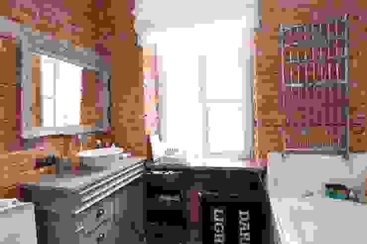 Industrial style bathroom by livinghome wnętrza Katarzyna Sybilska Industrial