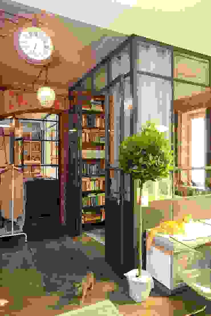 loft korytarz przy sypialni Industrialny korytarz, przedpokój i schody od livinghome wnętrza Katarzyna Sybilska Industrialny
