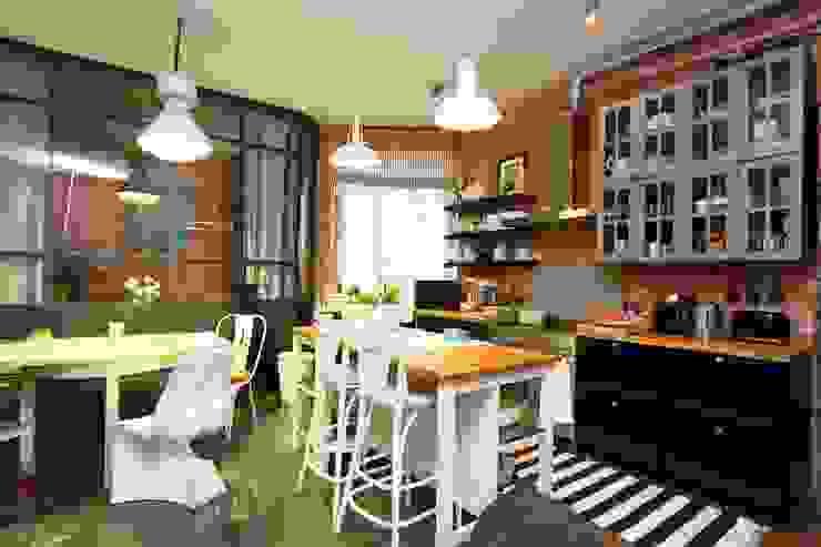 Cocinas de estilo industrial de livinghome wnętrza Katarzyna Sybilska Industrial
