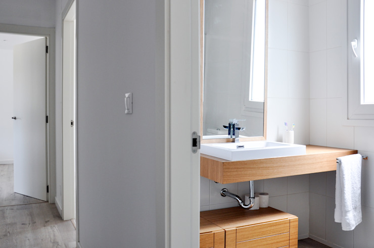 Modern bathroom by Casas Cube Modern