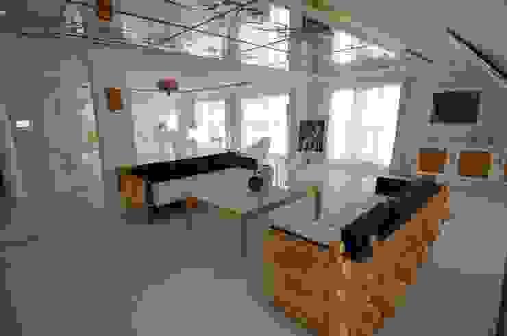 LUKSUSOWY APARTAMENT NAD MORZEM: styl , w kategorii  zaprojektowany przez livinghome wnętrza Katarzyna Sybilska,Nowoczesny
