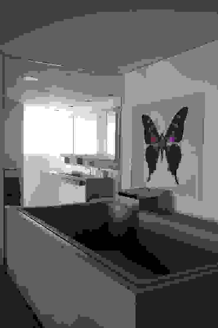 APARTAMENTO BELA CINTRA Banheiros modernos por Calio design + interiores = Moderno