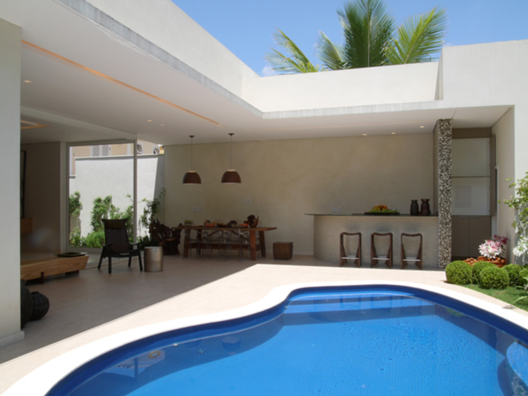 Modern pool by Denise Barretto Arquitetura Modern