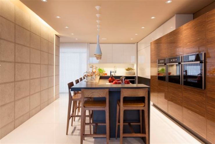 Modern style kitchen by Denise Barretto Arquitetura Modern