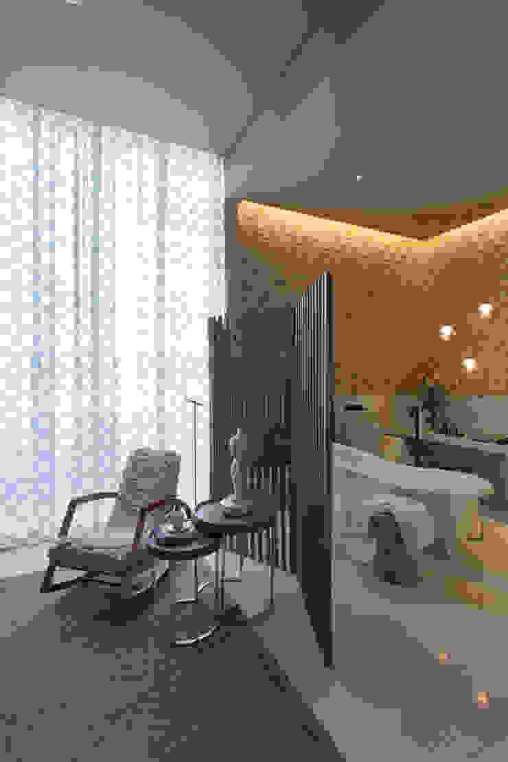 Salle de bain moderne par Denise Barretto Arquitetura Moderne