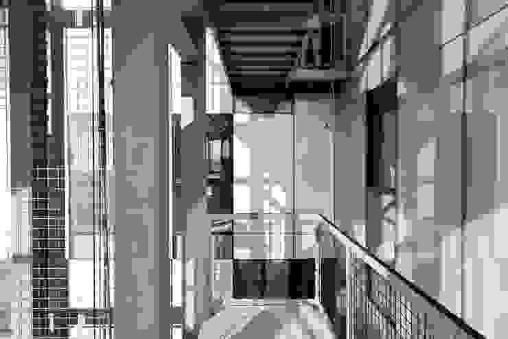 Tadeo 4909_23 Pasillos, vestíbulos y escaleras industriales de Proyecto Cafeina Industrial