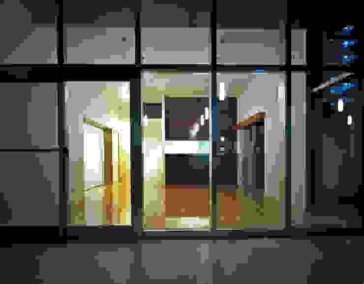 Ruang Keluarga Modern Oleh 中本一哉建築設計事務所 Modern