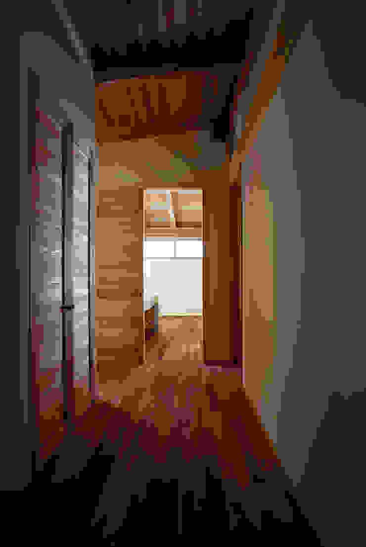 森の舟屋 自然に逆らわない「素」の住まい クラシカルスタイルの 玄関&廊下&階段 の 株式会社 けやき建築設計・欅組 クラシック