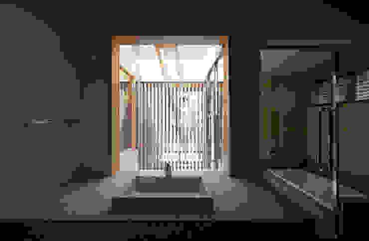 森の舟屋 自然に逆らわない「素」の住まい クラシックスタイルの お風呂・バスルーム の 株式会社 けやき建築設計・欅組 クラシック