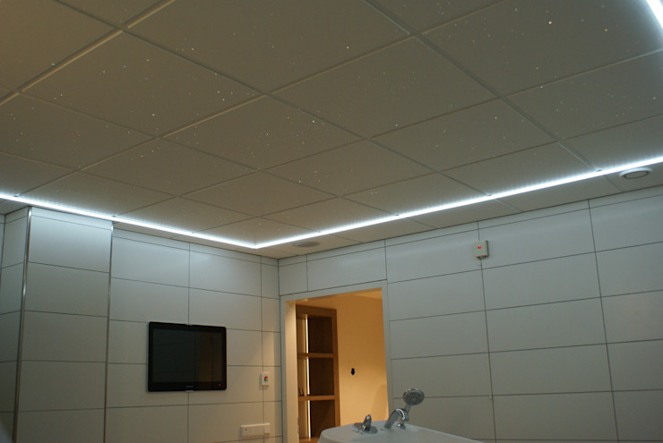 Sterrenhemel Verlichting Plafond LED glasvezel Star Ceiling fiber optic badkamer Sauna ledstrips verlichting plafond luxe mooie design spa wellness resort Klassieke badkamers van MyCosmos Klassiek