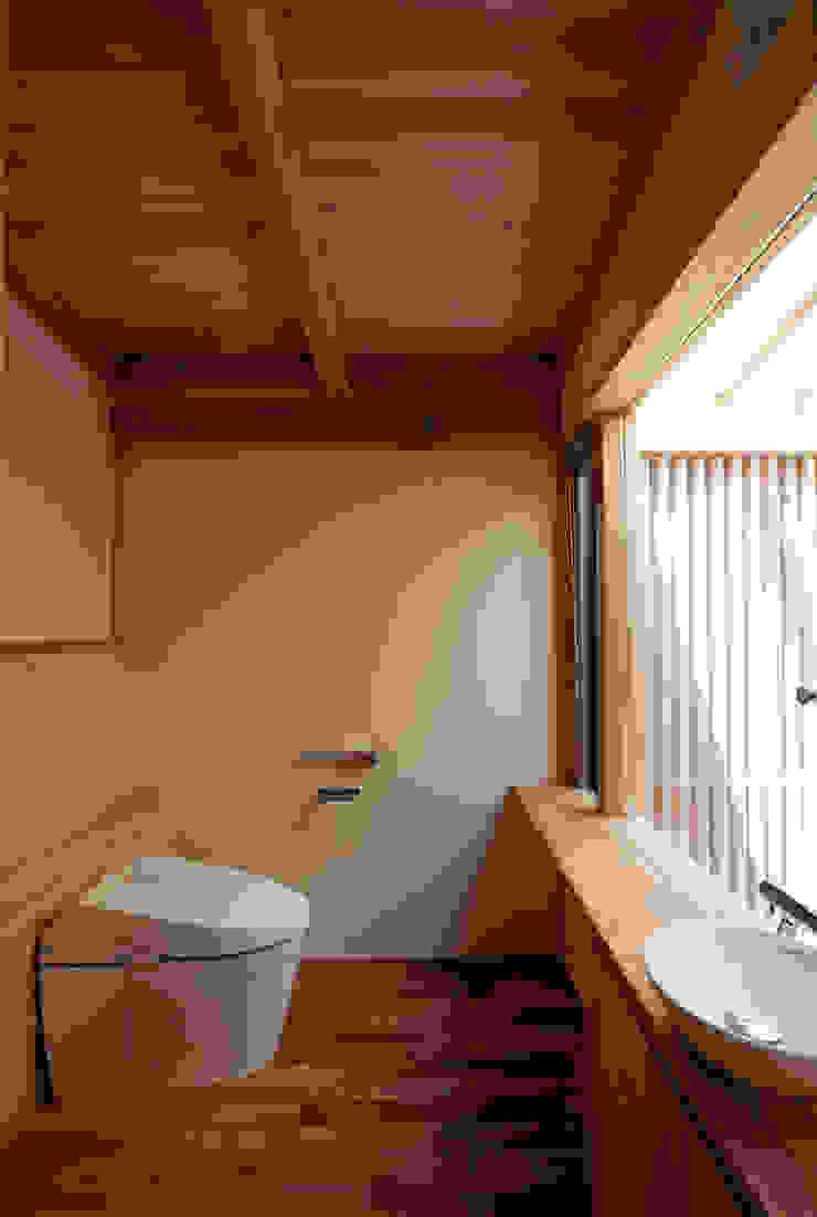 森の舟屋 自然に逆らわない「素」の住まい クラシックスタイルの お風呂・バスルーム の 株式会社 けやき建築設計 クラシック