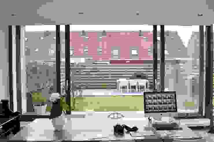 Arbeitszimmer von Nico Dekker Ontwerp & Bouwkunde, Modern