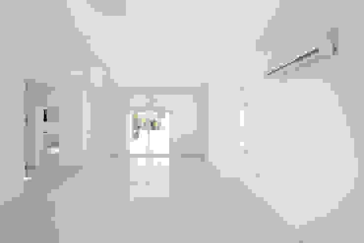 ÖZYALÇIN CONSTRUCTION 现代客厅設計點子、靈感 & 圖片