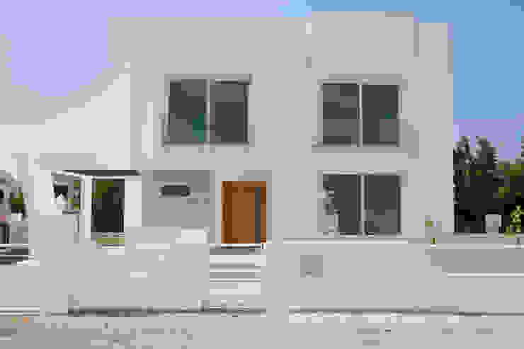 ÖZYALÇIN CONSTRUCTION Casas modernas