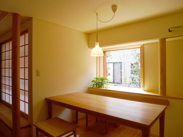 住宅街に建つ穏やかな家 モダンデザインの ダイニング の FAD建築事務所 モダン