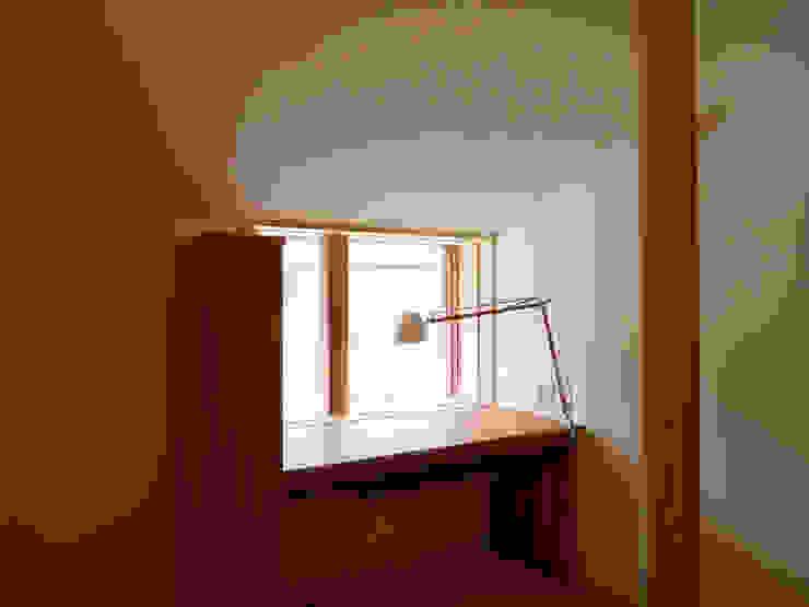 住宅街に建つ穏やかな家 モダンデザインの 子供部屋 の FAD建築事務所 モダン