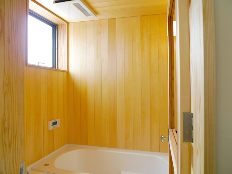 住宅街に建つ穏やかな家 モダンスタイルの お風呂 の FAD建築事務所 モダン