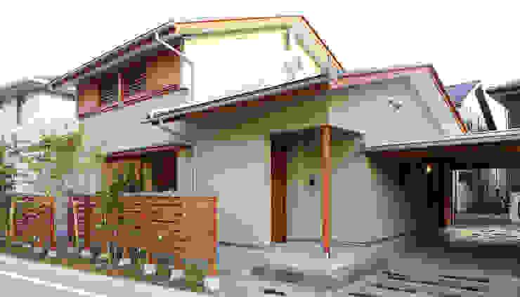 住宅街に建つ穏やかな家 モダンな 家 の FAD建築事務所 モダン
