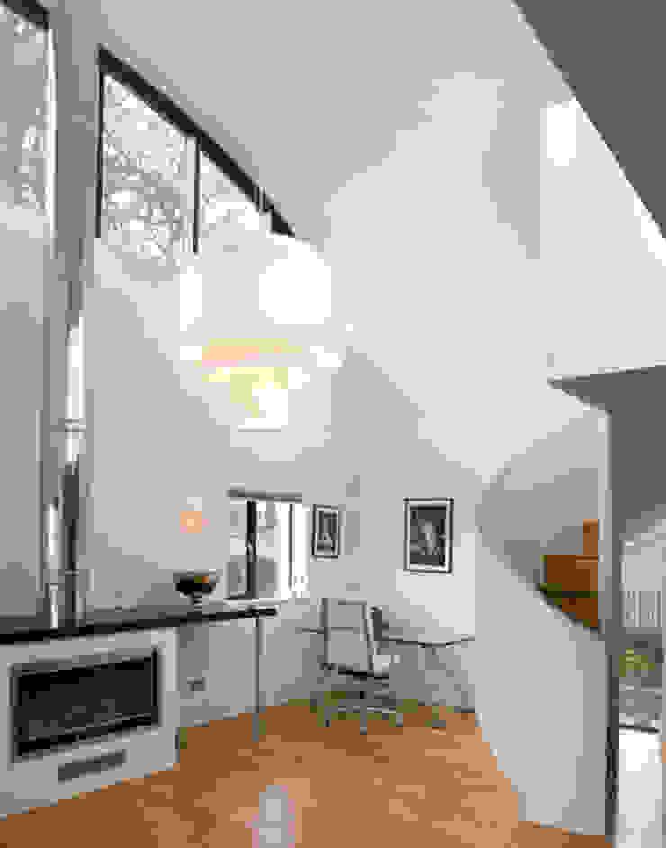 Flynn House Salas de estar modernas por The Manser Practice Architects + Designers Moderno