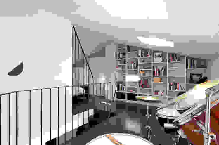 Interiorismo de un piso en Girona Estudios y despachos de estilo minimalista de FAA Fraguell Arquitectes Associats, scp Minimalista