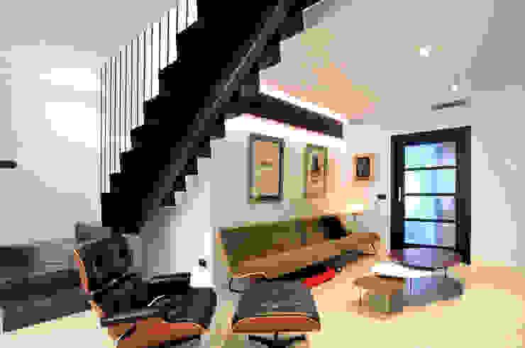 Interiorismo de un piso en Girona Salones de estilo minimalista de FAA Fraguell Arquitectes Associats, scp Minimalista