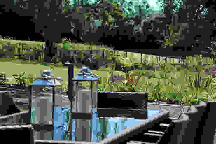 Outdoor dining Lush Garden Design Modern garden
