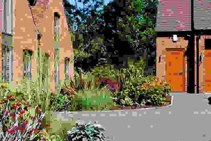 Planting beds and driveway Lush Garden Design Modern garden