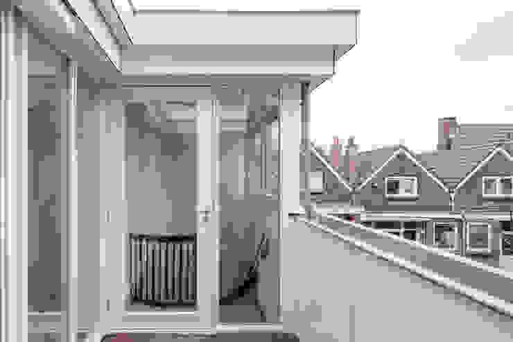 Royaal Boven Wonen Minimalistische balkons, veranda's en terrassen van Studio LS Minimalistisch