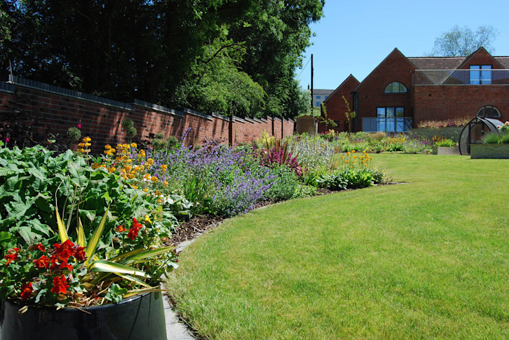 50m herbaceous border Modern Garden by Lush Garden Design Modern