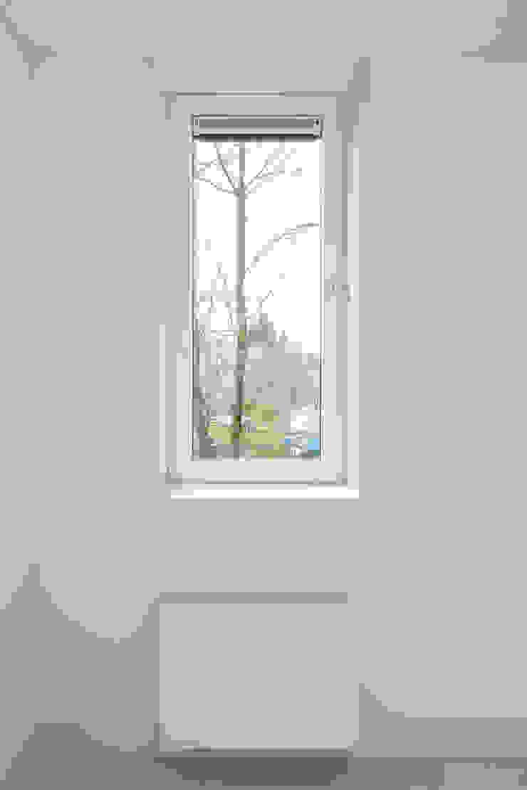 Royaal Boven Wonen Minimalistische woonkamers van Studio LS Minimalistisch