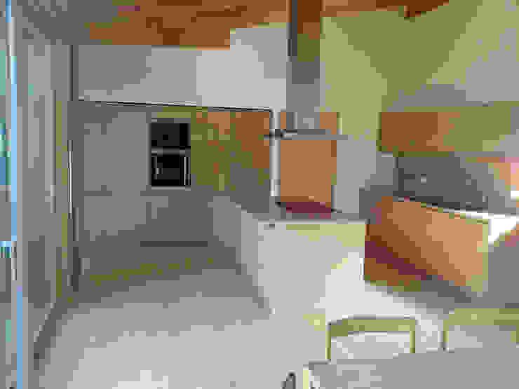 Blick in die Küche Moderne Küchen von Moserarchitekten Modern