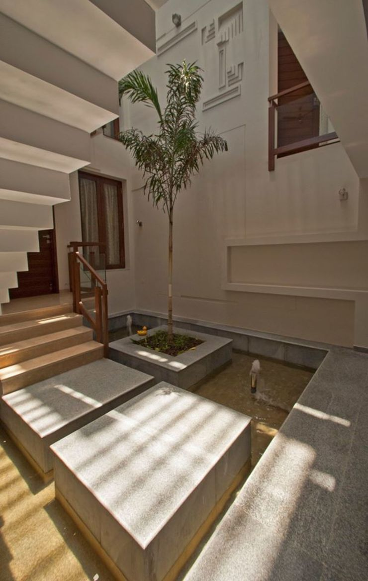 mr sajeev kumar s residence at girugambakkam, near m.i.o.t hospital, chennai ,tamilnadu Modern balcony, veranda & terrace by Muraliarchitects Modern