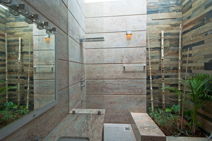 mr sajeev kumar s residence at girugambakkam, near m.i.o.t hospital, chennai ,tamilnadu Modern bathroom by Muraliarchitects Modern